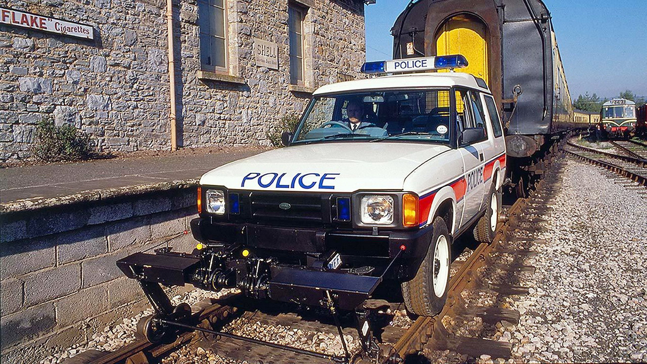 Land-Rover-Discovery-VS-Train-1989