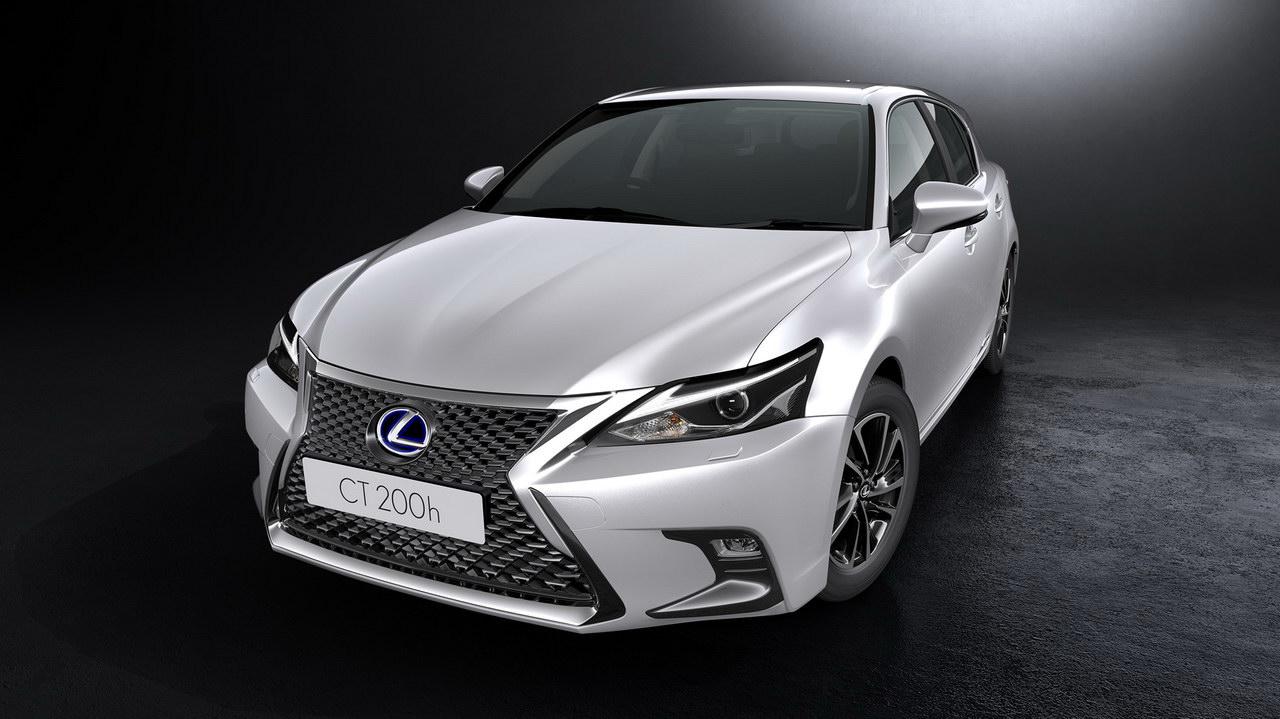 В России начались продажи нового гибрида Lexus CT 200h