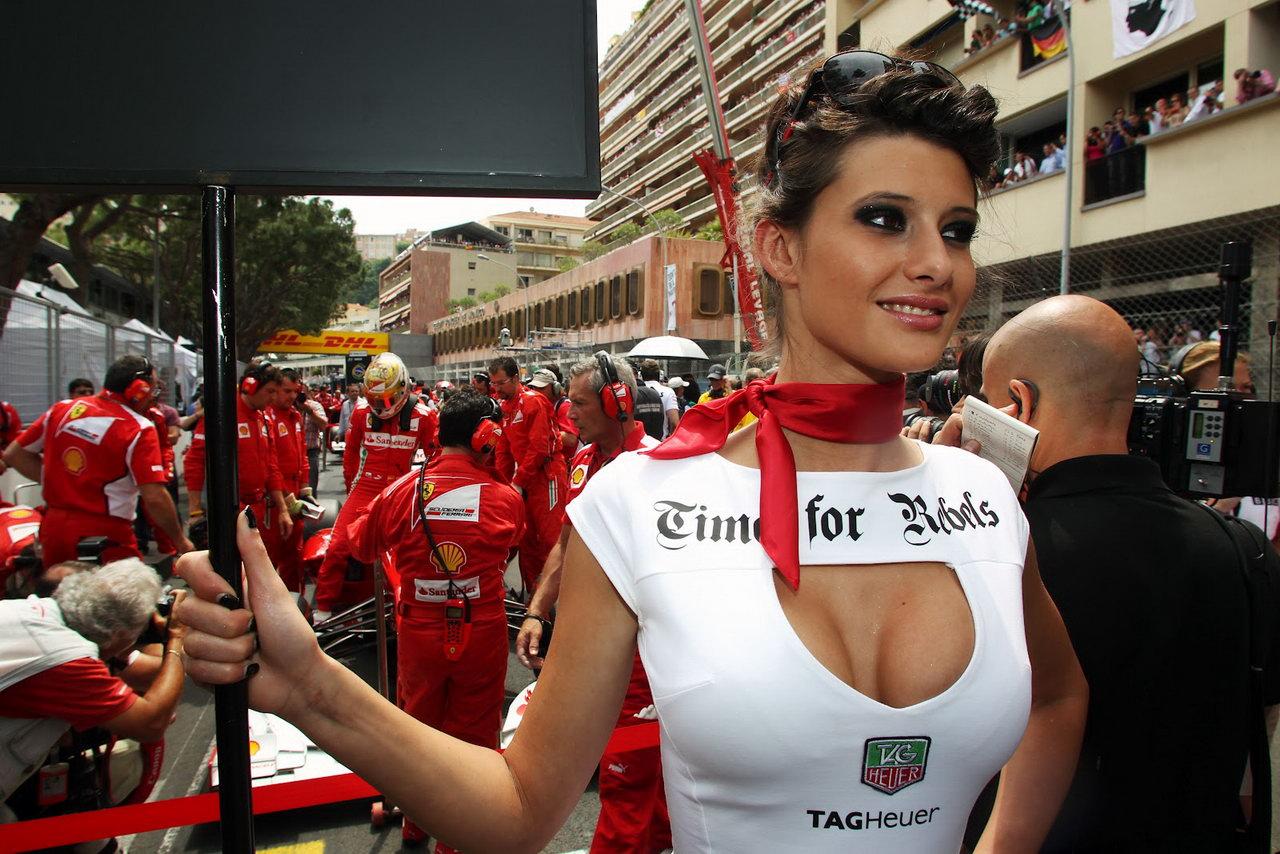 F1 grid-girls