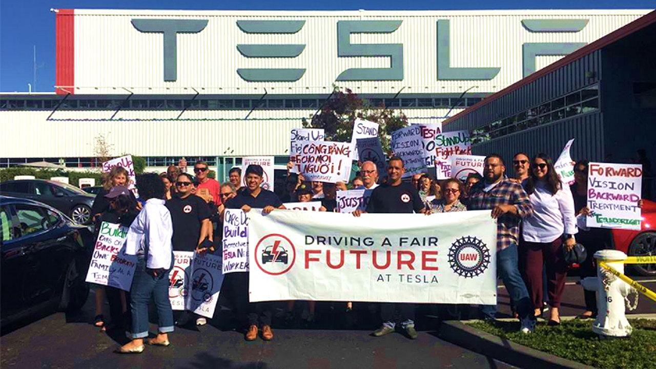Илон Маск объявил о сокращении 9% сотрудников Tesla