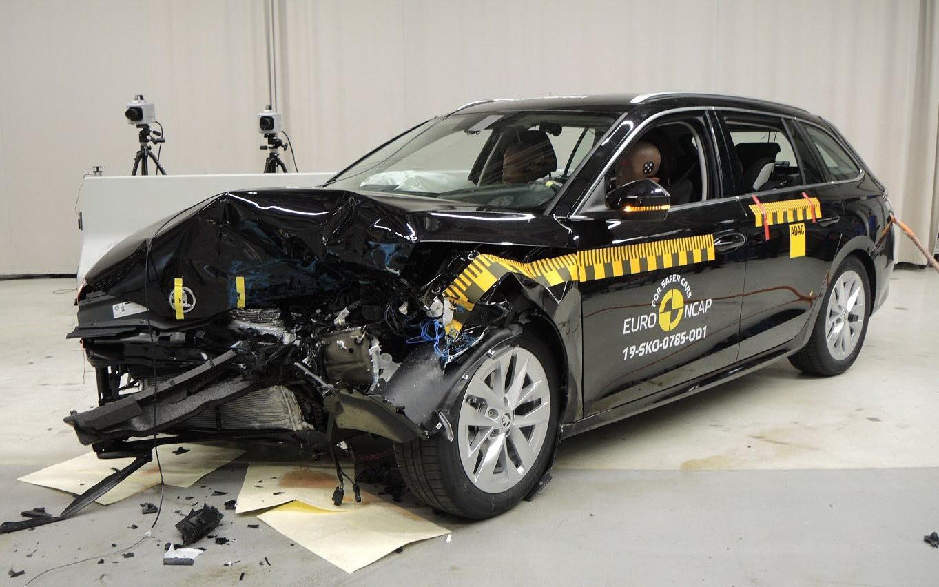 Skoda Octavia crash