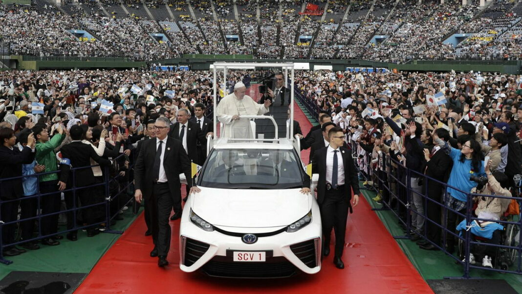 Toyota Mirai Pope