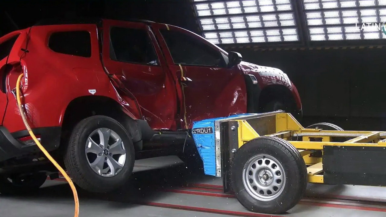 Renault Duster crash
