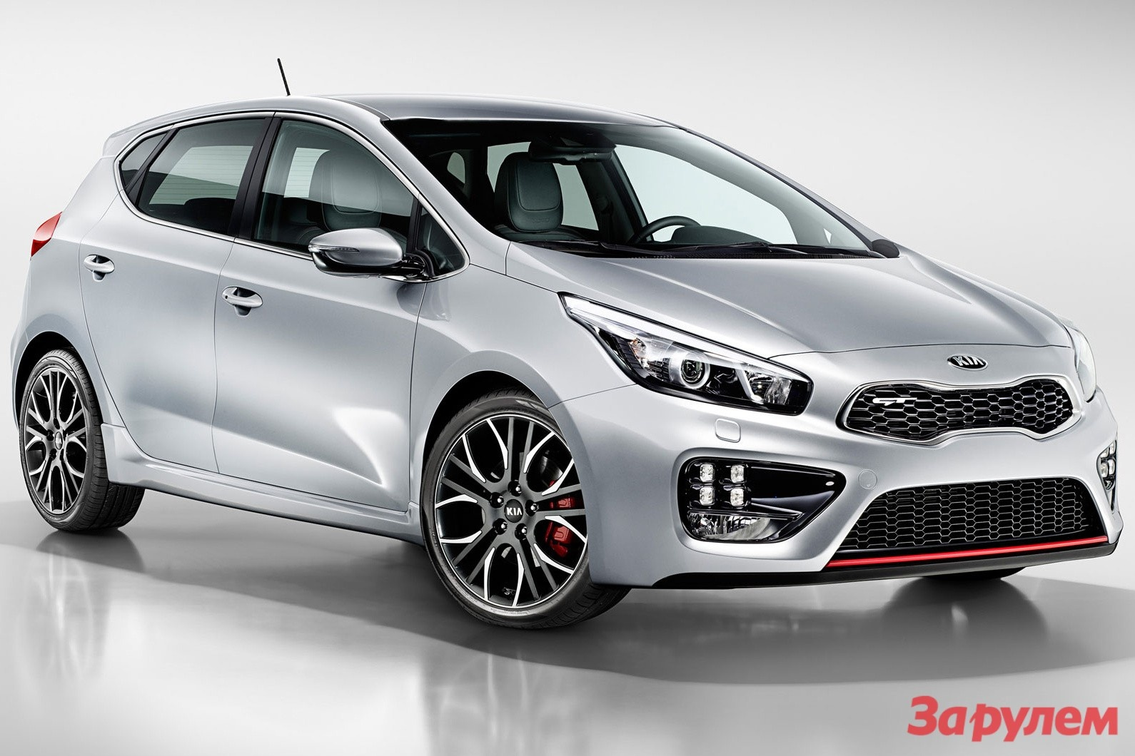 201302150952_kia_ceed_gt_side_front_view